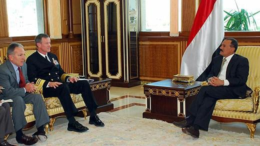 Attēlā tiekas Jemenas prezidents ar JSOC ģenerāli Bilu Makreivenu.