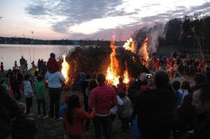 Pavasara ugunskura aizdedzināšana. 2012. gada 30. aprīlis