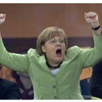 Futbols un politika. Merkeles sajūsma par Vācijas uzvaru.
