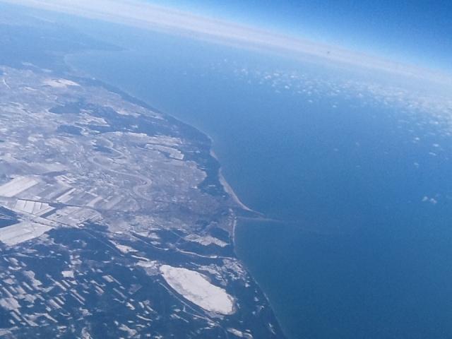 Latvijas krasta kontūras  skats no lidmašīnas