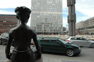 Meitene un pilsēta