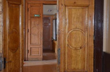 Reņģes pils gaiteņi, durvis