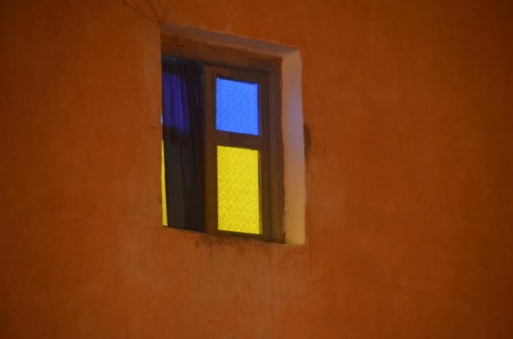 Krāsains logs, Dakhla
