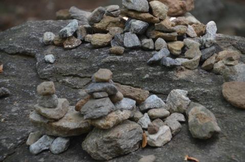 Lūgšanu akmentiņi pie tempļa Korejā