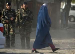 Afgāņu sieviete burkā