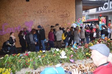 Stokholma, Drottninggatan pēc terora akta, 2017. gada 10. aprīlis. Autores foto.