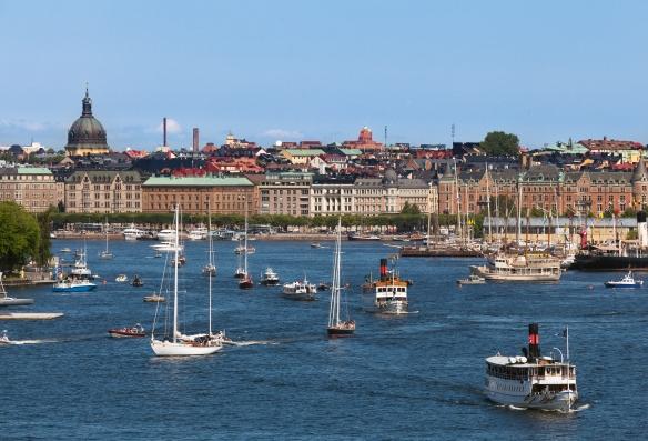 Starten av seglingstävlingen Gotland runt på Stockholms ström