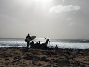 Sērfotāji Kaboverdes krastā