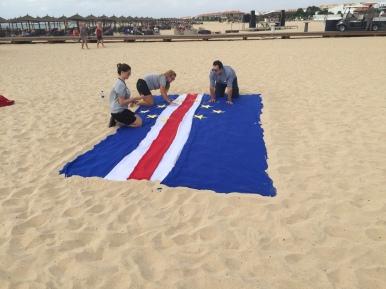 Top Kaboverde karogs TUI Semsimar viesnīcas darbinieku grupas foto vajadzībām