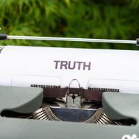 Kā lai palīdz cilvēkiem atbrīvoties no konspirācijas teorijām?